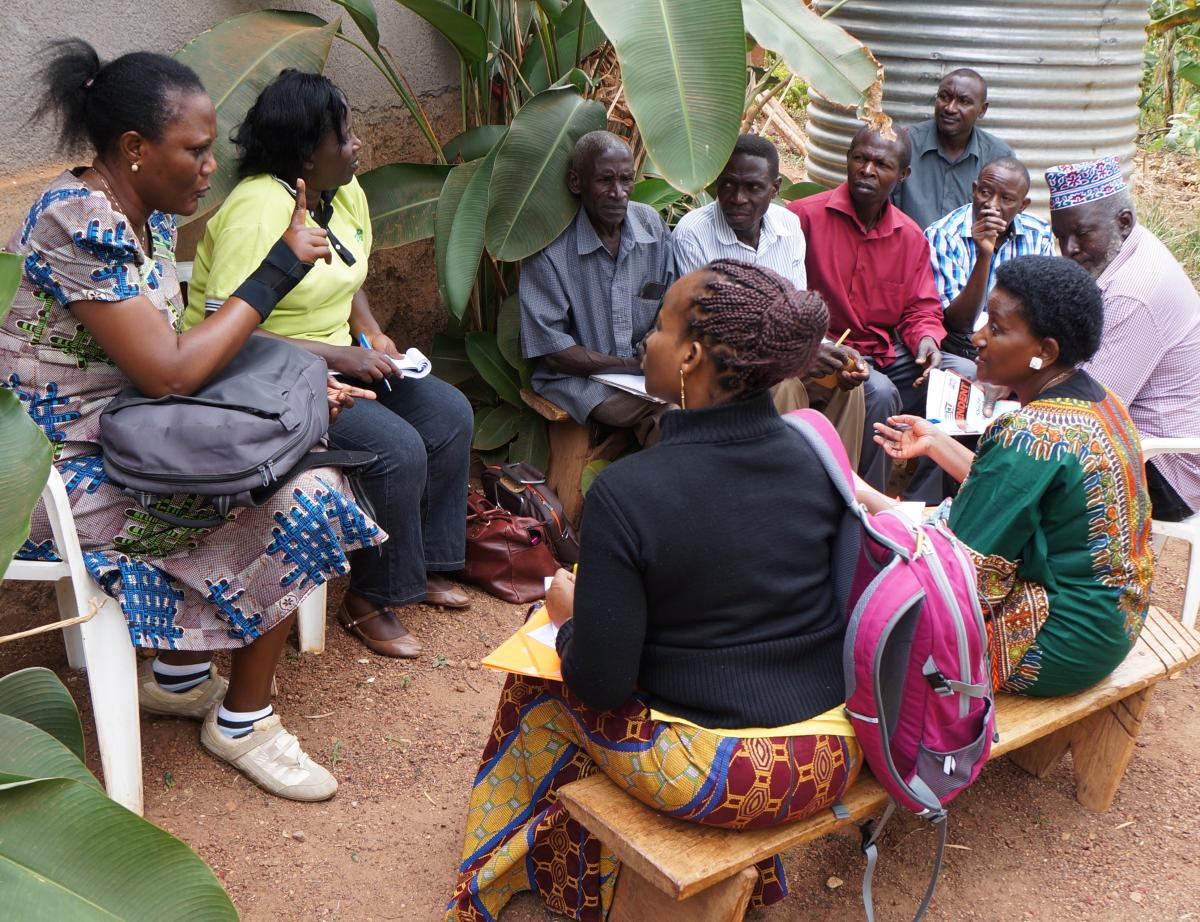 GREAT course participants and local farmers discuss gendered aspects of cassava farming during a field visit to Wakiso District, Kampala, Uganda.